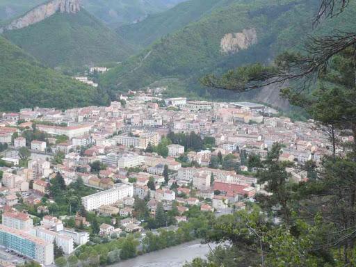 Digne, préfecture des Basses-Alpes, son évêché, son musée... et ses cafés !