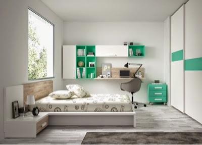 dormitorio con cama de matrimonio tipo tatami combinado en verde aguablanco y madera tipo vintagecon mesilla de un de puertas correderas y