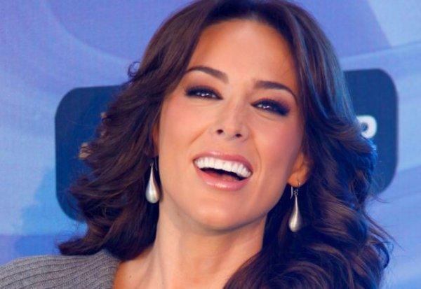 Jacqueline Bracamontes se convierte en mamá