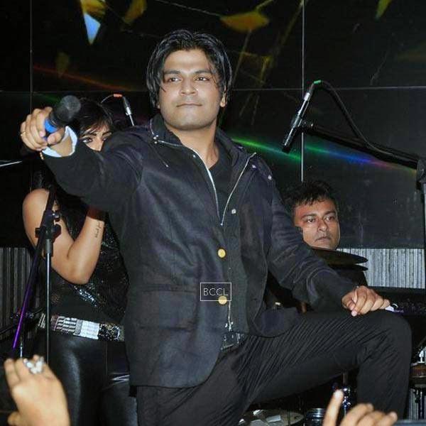 Singer Ankit Tiwari during his live concert at Hard Rock Cafe, on July 11, 2014.(Pic: Viral Bhayani)