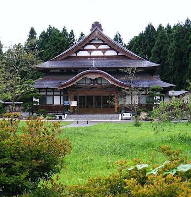 https://lh5.googleusercontent.com/-xticxD57zHk/TX1dzz0EdOI/AAAAAAAAKSA/VQkYTSqMV0A/s400/Akita%252C+santuario%252C+Yuzawadai%252C+Sendai.jpg