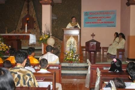umat kriten ngawi merayakan natal di gereja dikawal polisi dan dibantu kodim 0805 Ngawi