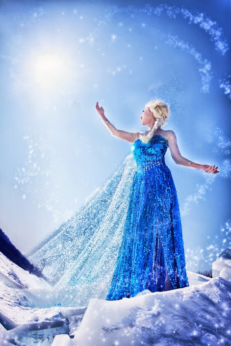 Elsa the Snow queen cosplay