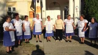 Szüreti bál Jákó 2013.09.21. - Népdal éneklés a faluház udvarán 3. rész
