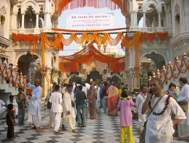 Вриндаван, храм Кришна-Баларам Мандир, алтарная