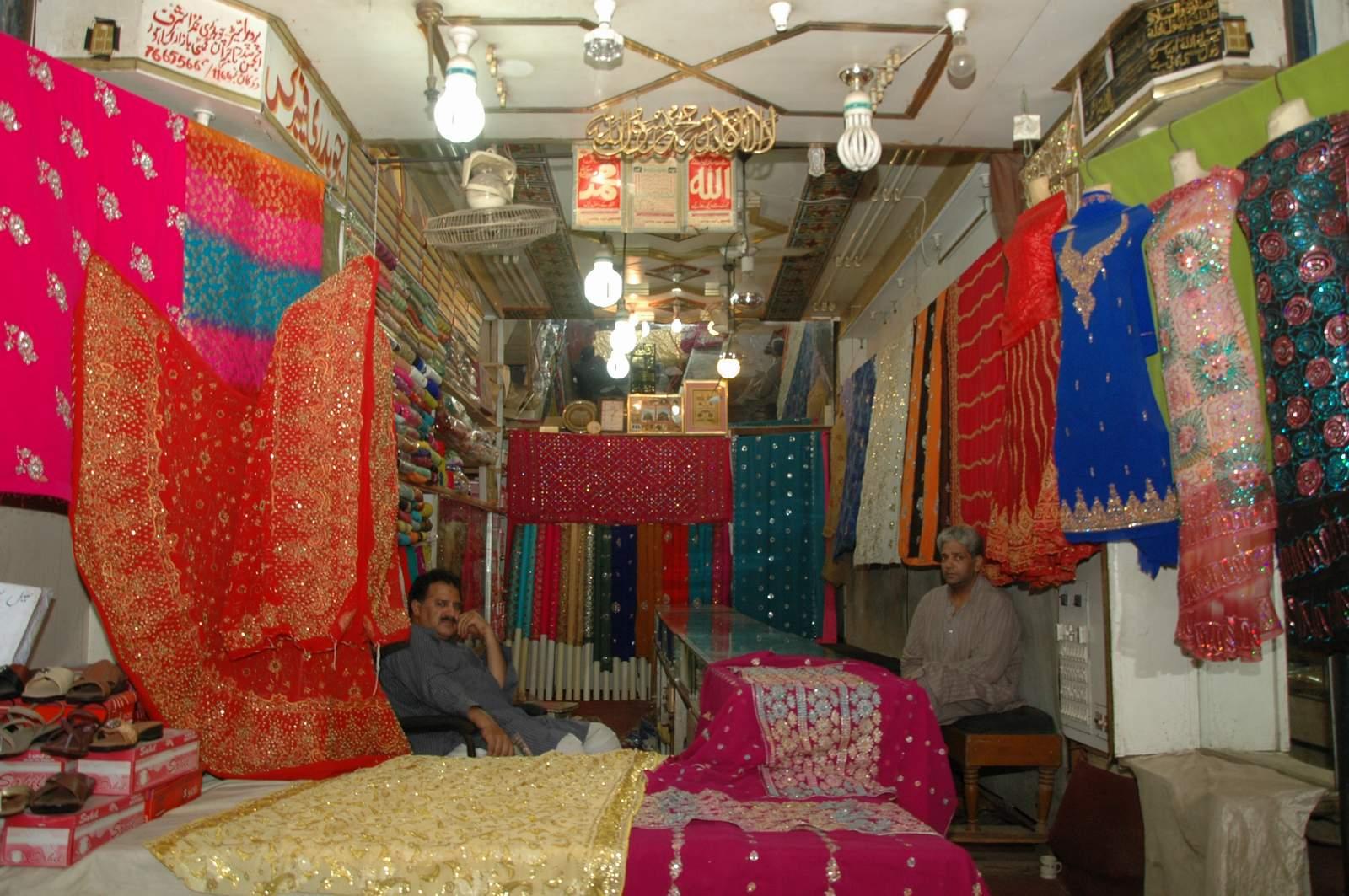 Shiraz hassan colors of gumti bazaar for Bano bazar anarkali lahore