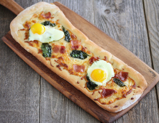 Flatbread Pizza with Bacon, Fried Egg and Spinach