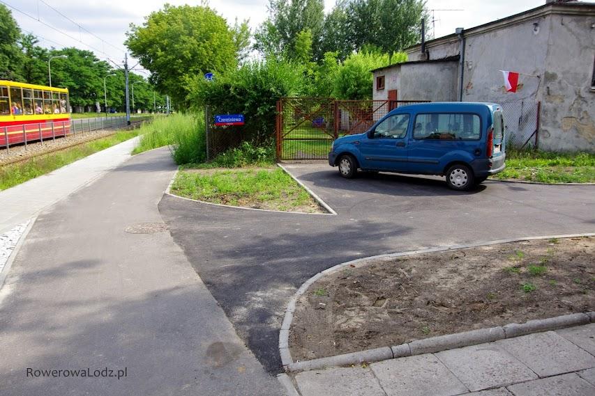Kolejne na tej rowerówce podłączenie z poprzeczna ulica tylko dla rowerów - Czereśniowa.