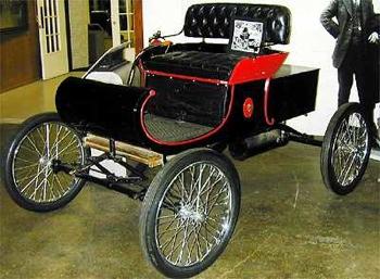 Sejarah otomotif, 10 kejadian pertama dunia otomotif,curved dash, oldsmobile, mobil produksi masal pertama