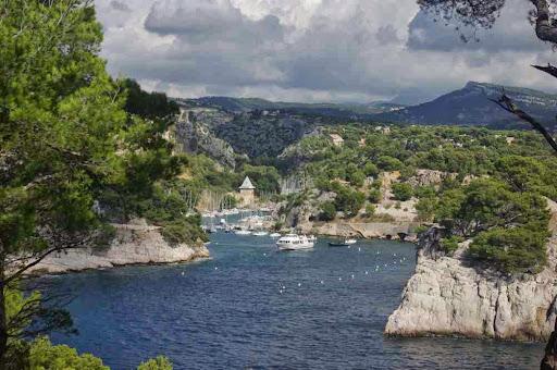La calanque de Port-Miou vue de la pointe de la Cacau