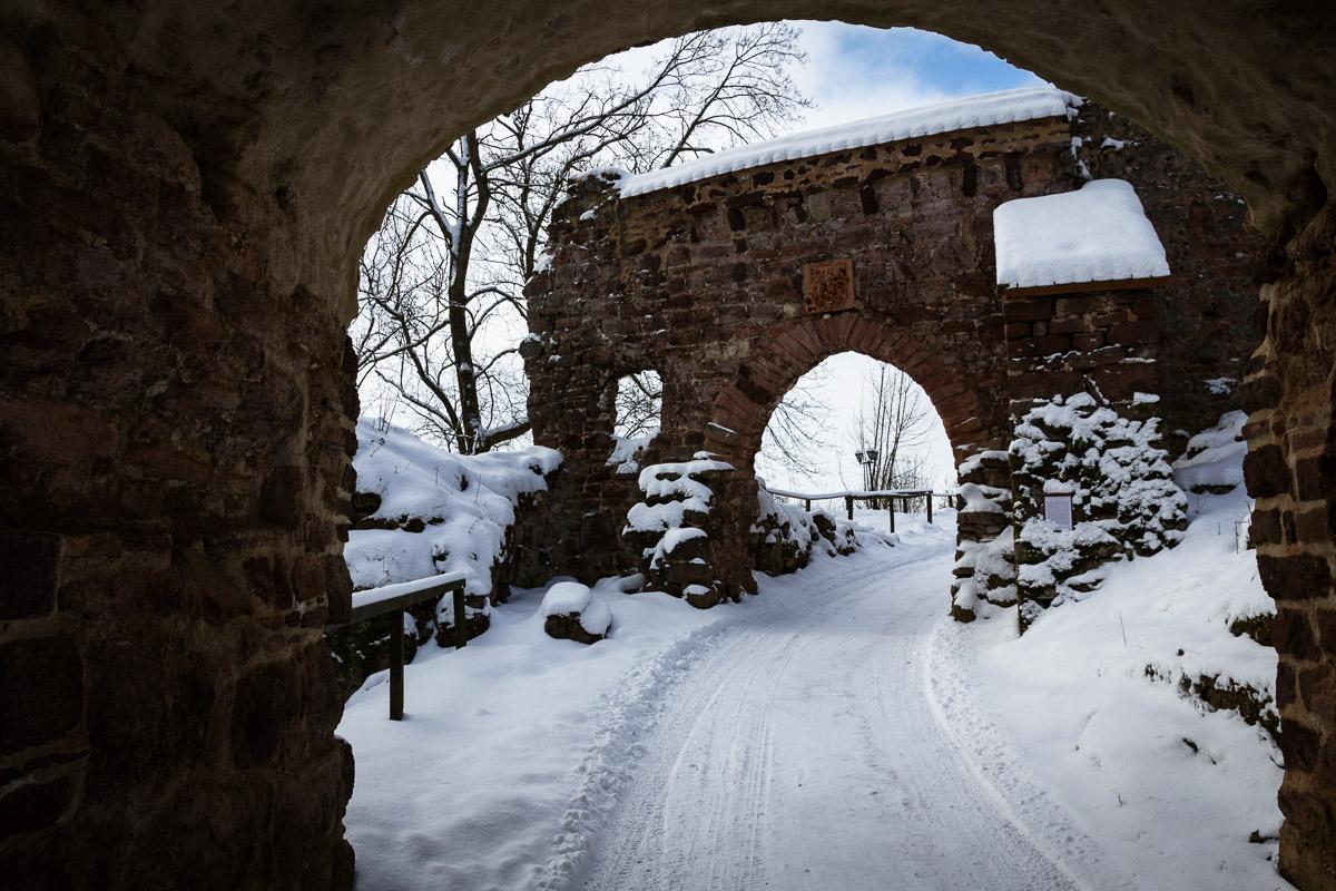 Eingang zur Burgruine Hohnstein