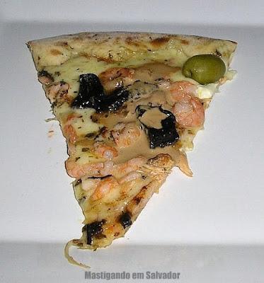 Jabuticaba Restaurante e Pizzaria: Uma fatia da pizza Bahia de Todos os Santos