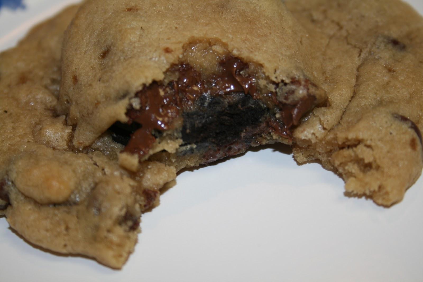 Lola's Homemade Cooking: Oreo Stuffed Chocolate Chip Cookies