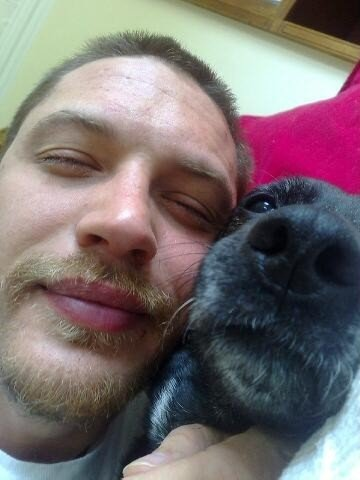Tom Hardy and a dog 1