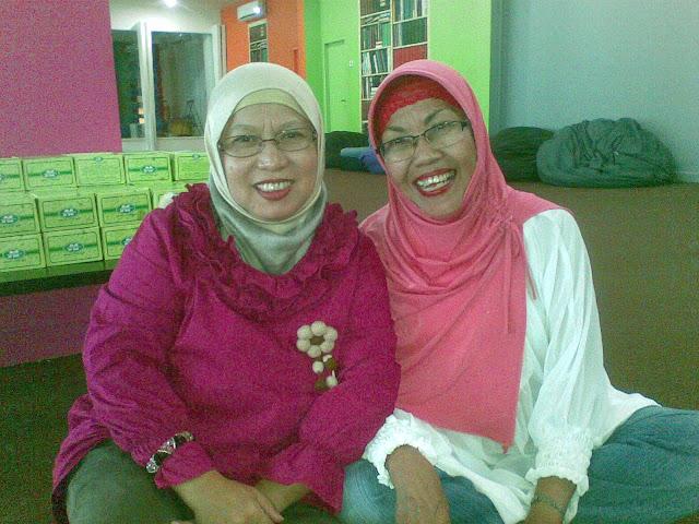 Bunda Yati dan Ibu Sapriasih Dua Emak Blogger paling inspiratif