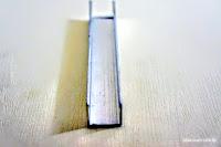 裝潢五金 品名:064-5分槽 規格:17m/m 顏色:銀色 用途:吊門或折疊們下軌用,固定門片滑動順暢及不會晃動 玖品五金
