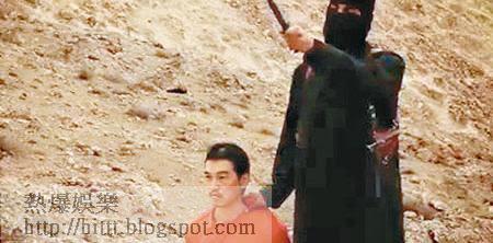 相信為IS「聖戰約翰」的劊子手,持刀挾持後藤。