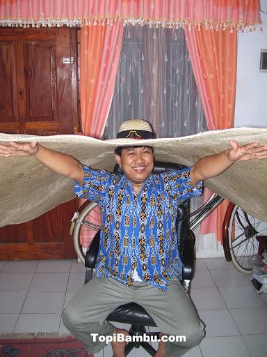 topi bambu raksasa