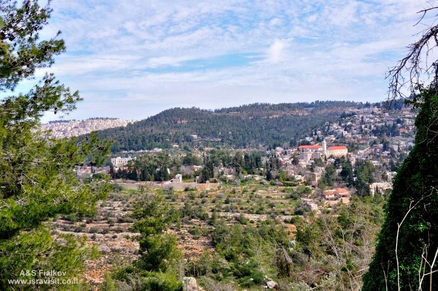 Вид на монастырь св. Иоанна Крестителя на горах. Экскурсия в Горненский монастырь.  Гид в Израиле Светлана Фиалкова.