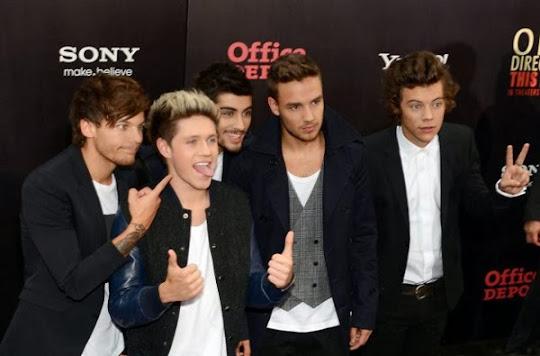 One Direction posando sinpáticos