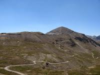 Dans les derniers kilomètres, on approche de la pyramide minérale