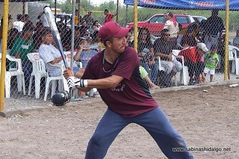 Martín Jaquis bateando por Cerveceros en el softbol del Club Sertoma