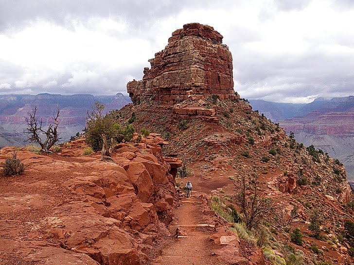 Grand Canyon Rim-to-Rim Hike (25 Best Hikes in the World).