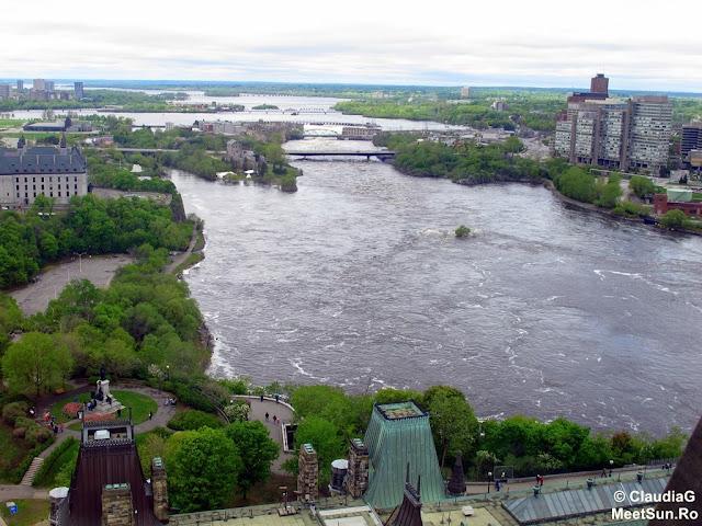 Ottawa - Parlamentul Canadei. Raul Ottawa