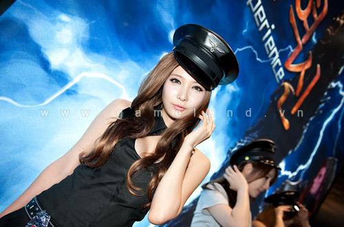 Nữ cảnh sát gợi cảm tại Dungeon & Fighter Festival 2