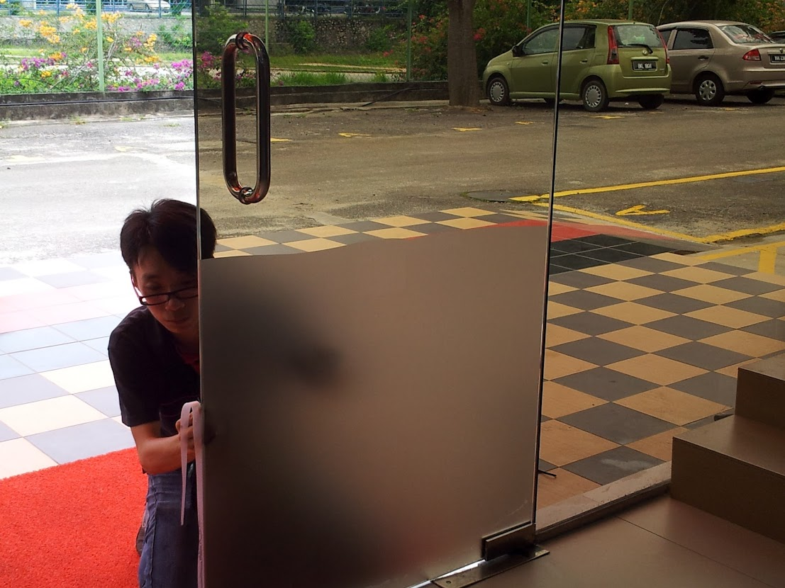 laying frosted film to main door