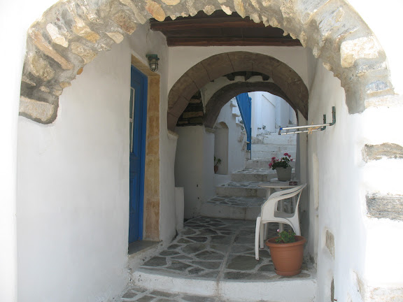 Callejuela del barrio de El Castro en Naxos
