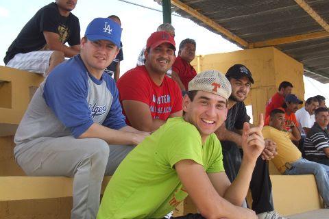 Jugadores de Ponchados del torneo de softbol del Club Sertoma