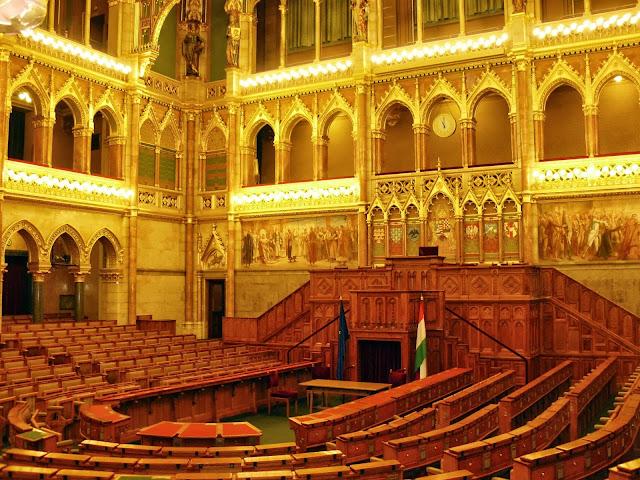 Luoghi da non perdere budapest palazzo del parlamento for Sito parlamento italiano