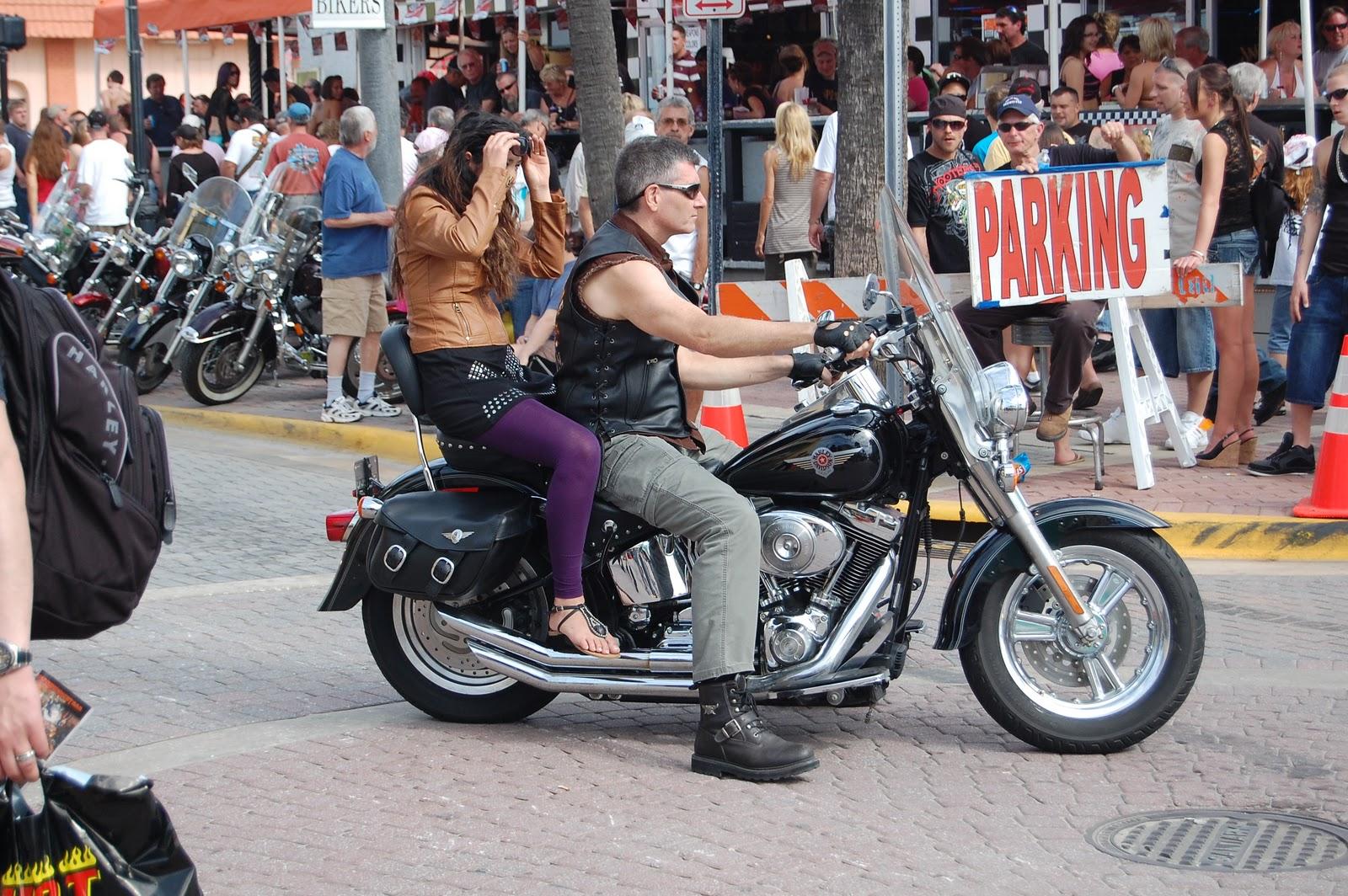 naked-daytona-bike-week-girls