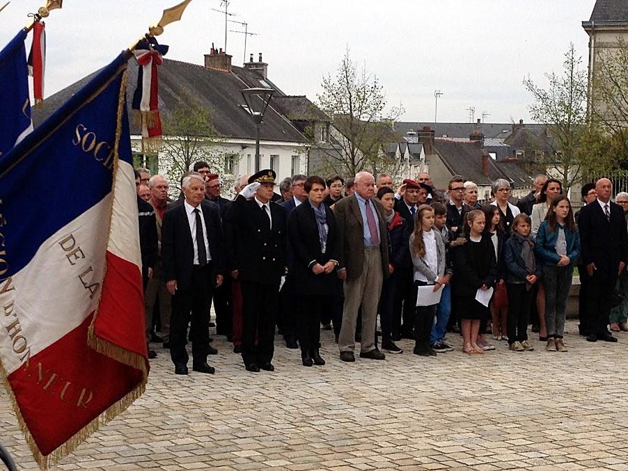 Cérémonie commémorant le 71e anniversaire de la victoire des Alliés sur l'Allemagne nazie et la fin de la Seconde Guerre mondiale en Europe, le 8 mai 2016 au Monument aux morts de Pontivy