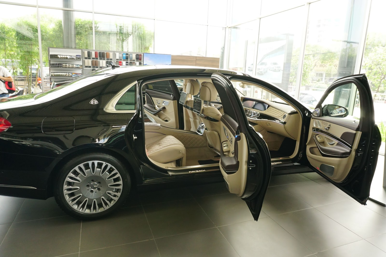 Mercedes Benz S600 Maybach