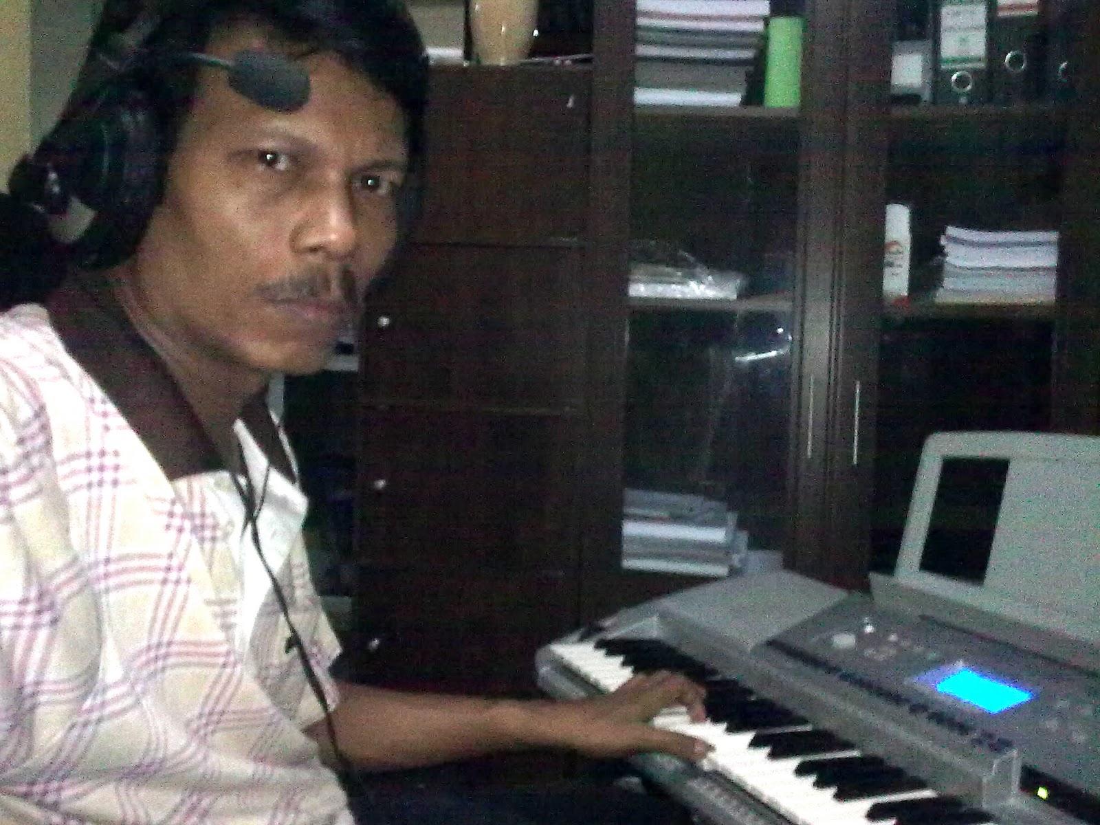 berkarya dalam ruangan sempit musik digital