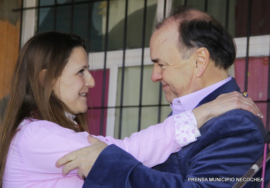 intendente municipal interino José Luis Vidal y la directora de barquito de papel b, Yanina Lacedra