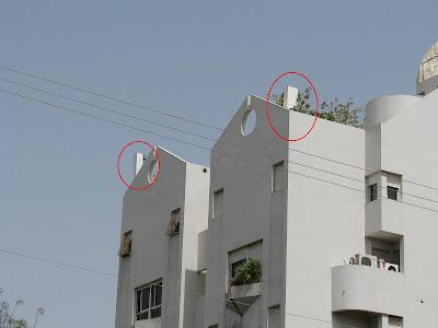אנטנה סלולרית על גג בית מגורים בתל אביב