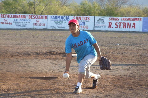 Lluvia Silva de Shaday en el softbol femenil del Club Sertoma
