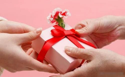 2013 Valentine Day Gift Ideas For Guys And Ladies