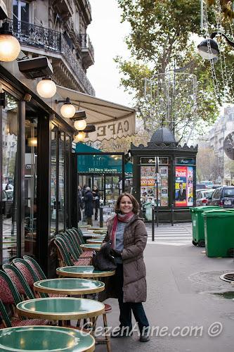 Paris St Germain üzerindeki Cafe de Fleur