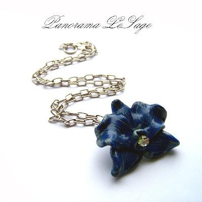 storczyk naszyjnik z wisiorem kwiatowy z kolcami wisior wykonany z masy fimo modelina rękodzieło Panorama LeSage orchidea hand made rękodzieło biżuteria artystyczna