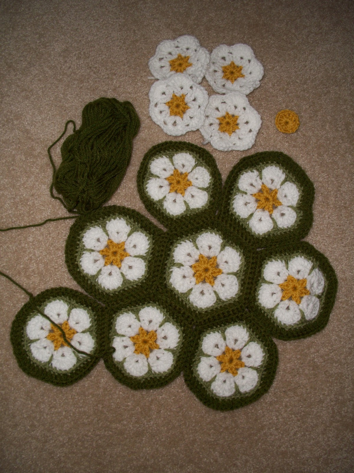 The florida crochet garden african flower daisy cushion so hopefully my post for tomorrow will include a finished african flower daisy cushion i am going to do a regular granny square cushion next izmirmasajfo