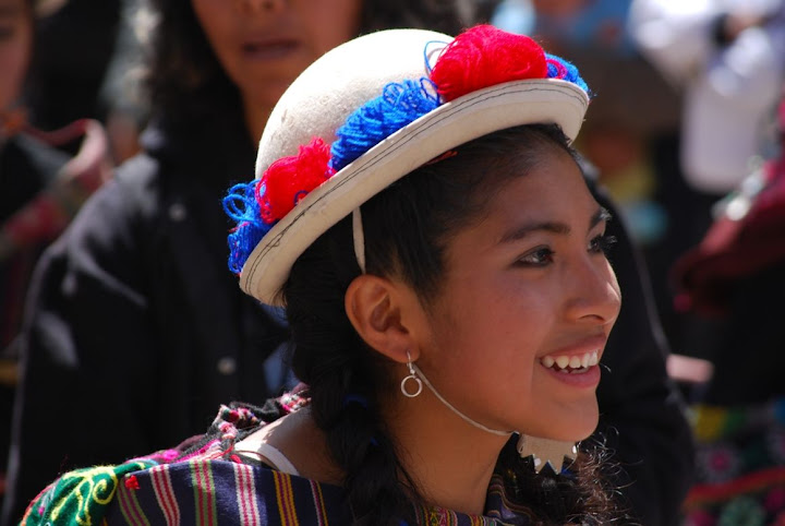 Cholita portant le chapeau melon