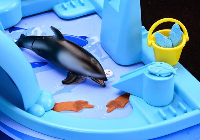 Sản phẩm bể cá sôi động Splash Aquarium Set được làm từ chất liệu nhựa cao cấp