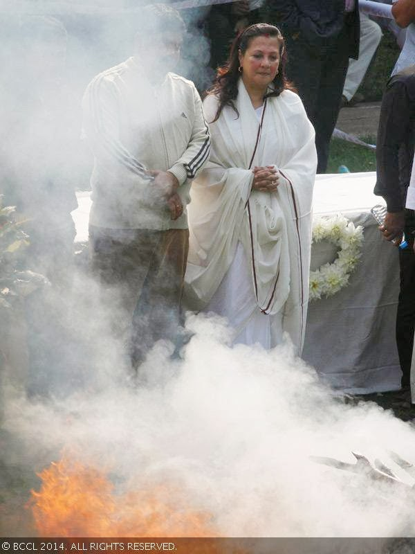 Moon Moon Sen watches Suchitra Sen's pyre during her funeral, held in Kolkata.