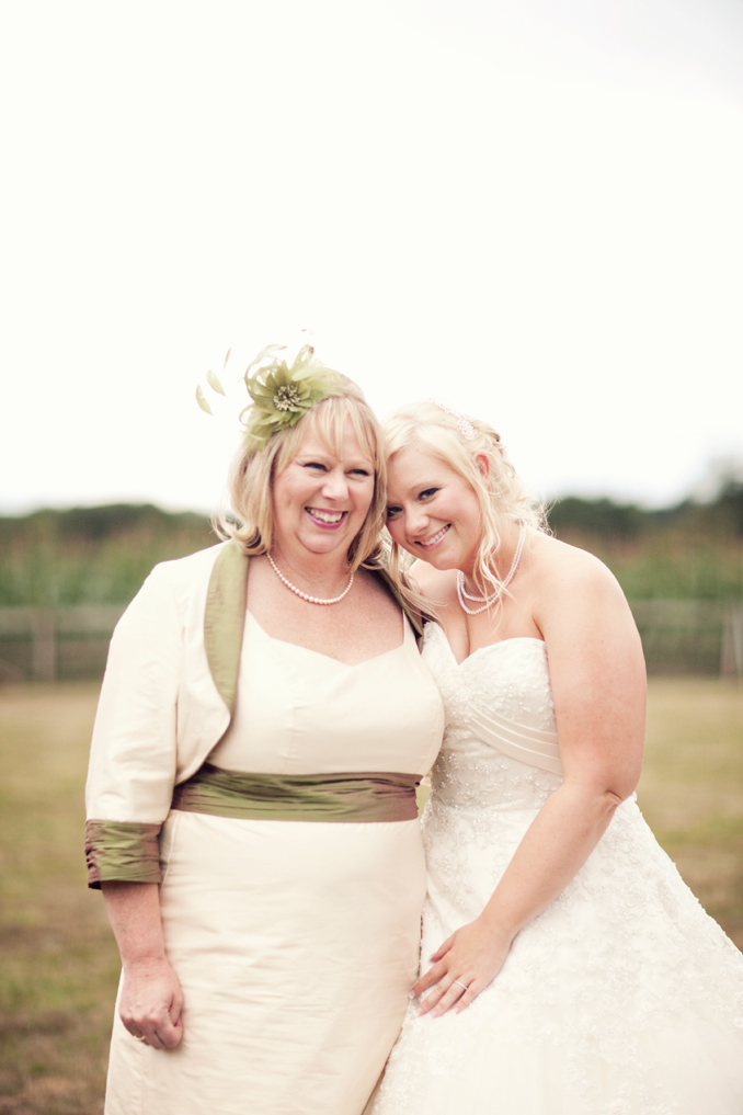 bride with her mother STUDIO 1208