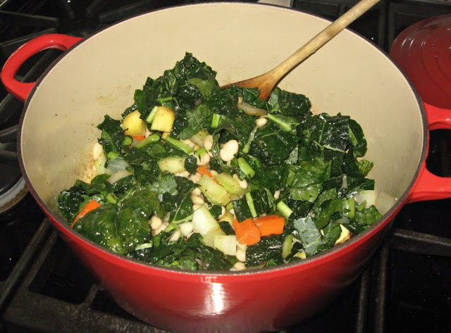 Lacinata Kale and Cannellini Bean Soup (Zuppa di Cavolo Nero e Cannellini)