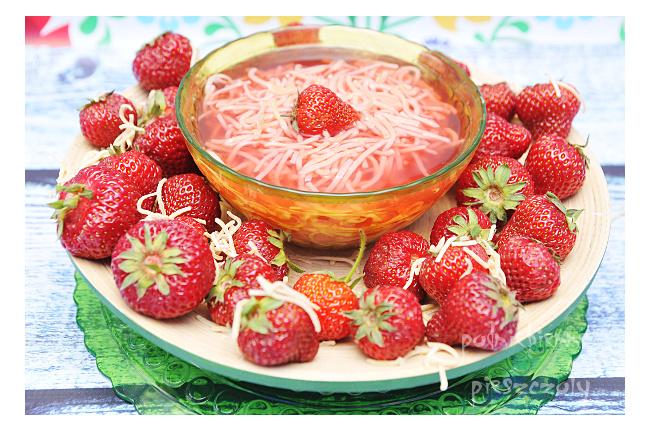Smak dzieciństwa - zupa truskawkowa z makaronem